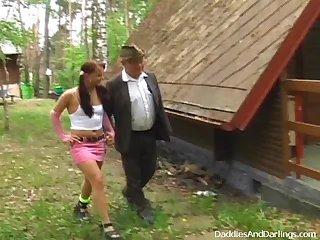 russkuyu-trahnuli-v-lesu-onlayn