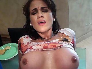 Raquel loves to feel cock in her mouth