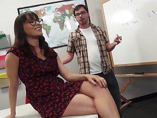 Brunette with hot ass moans when teacher ravish her hardcore in class