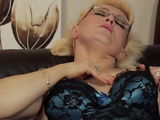 Matured blonde in glasses drilling her juicy pussy with toy