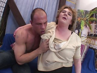 Moaning old lady with a sexy big belly fucked hardcore