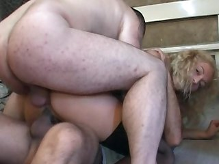 Hardcore blonde with nice face is banging in her asshole and swallowing juicy sperm