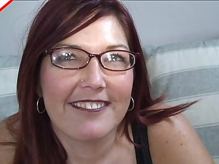 Nerdy old chick with a great smile sucks a thick cock