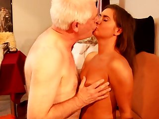 Teeny tries an old cock down her throat before enjoying it deep in her shaved pussy for a harsh hardcore fuck