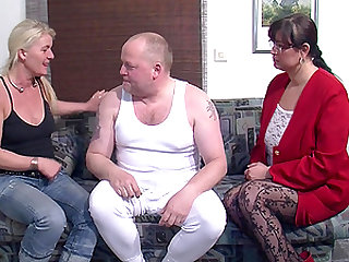 Mature chubby with nice ass smashed doggystyle in ffm