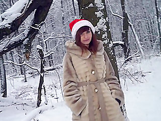Jeny Smith goes to a forest to enjoy playing snowball fight fully naked.