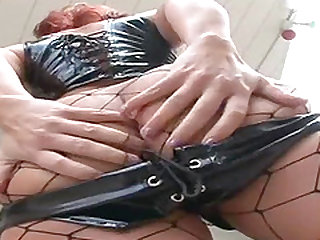 Katja Kassin gets on her hands and knees and lets that big bubble butt