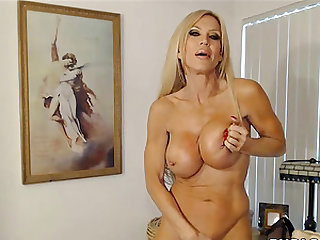 Busty milf on Cam Legendary Muscular Goddess