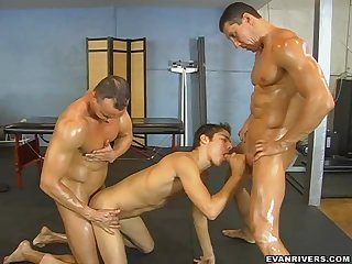 Muscled Gay Threesome at the Gym