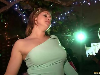 Splendid curvaceous lady is the main star of the evening event