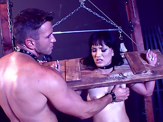 Jenis King gives a BDSM blowjob