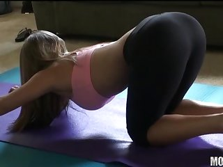 Fit yoga chick fucked