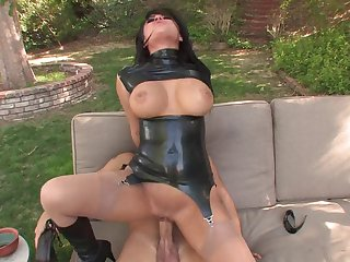 Gorgeous cutie in leather clothes enjoys the outdoors pussy banging