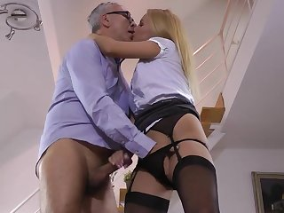 Blonde cougar with amazing body sure knows her stuff in sucking cock and smashing her wet vag in a serious manner