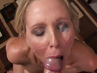 Cock-loving MILf from USA Julia Ann takes off her office dress and suck that cock in close-up
