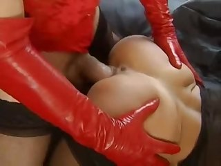 Kinky group sex video with lots of latex features a cumshot on the bald head of a girl.