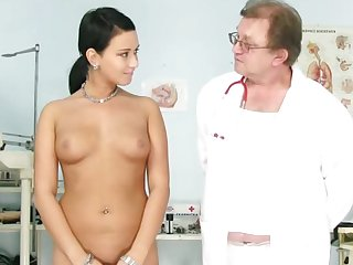 Perverted gyno doctor is poking trimmed pussy of sexy Carmen Blue with his medical instruments
