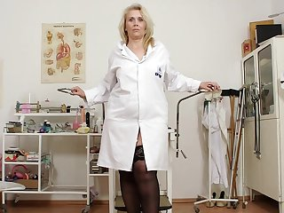 Mature nurse Yvonne is masturbating her lobbies in close-up video with medical stuff