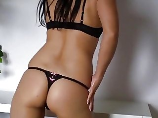 Die Fotze mehrfach zum Orgasmus gewichst