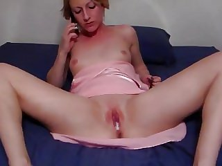 going to MILF room to creampie her