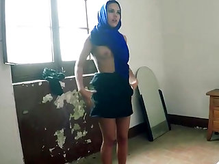 Petite arab slut is getting her tight honey pot wrecked by an immigration officer