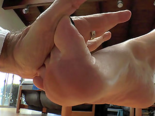 Skillful Virgo Peridot uses her feet on massive love toys