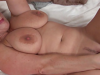 Robyn is a MILF with glasses who loves to make her pussy wet