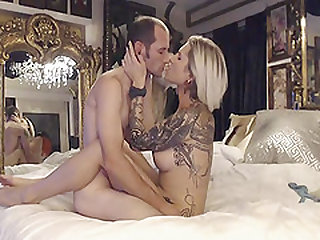 This Hot Blonde Loves Kissing and Fucking