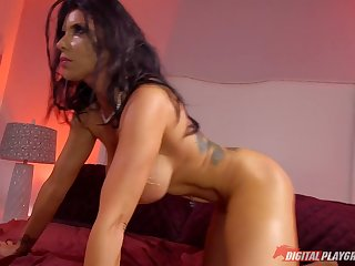 Romi Rain is so good when it comes to good old anal penetration!