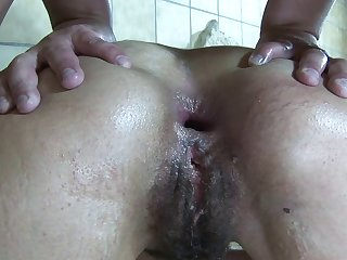 Sexy cougar has an anus that can handle even the roughest pounding