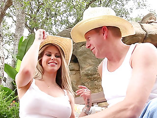 Cleaning the backyard is much more fun with a busty wife Rachel RoXXX