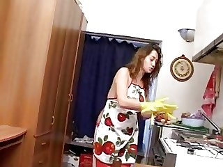 Italian housewife pays his debts
