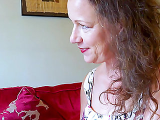 Horny mature mom is seducing handy bussinesman convincing him to fuck her