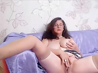 Amateur granny masturbates and fucked her shaved pussy