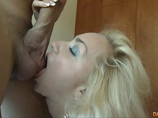 Wet cunt of a blonde spinner bounces on his dick
