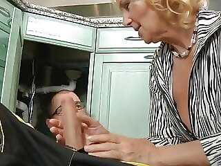 Mature housewife Regi sucks a strong member of a plumber