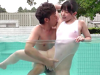 Yui Kasugano welcome her old friend in the pool
