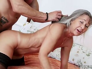 Big dick fucks into her granny pussy