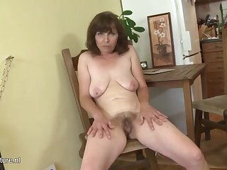 Wrinkled slut shows off her hairy pussy