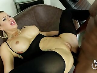 Fuckable white milf gives her pussy to BBC