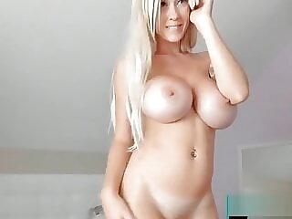 Blonder deutscher Engel mit prallen Riesentitten
