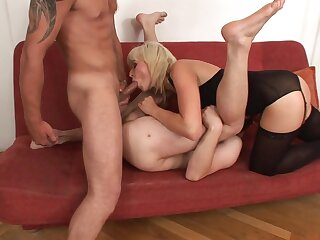 Pussy to mouth blowjob given by a bisexual guy