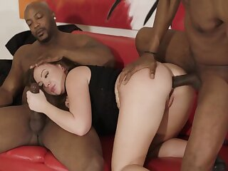 Nice curves on a dirty whore doing an interracial DP