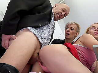 older guy feeds his horny friends Vinna Reed and Martina with his dick
