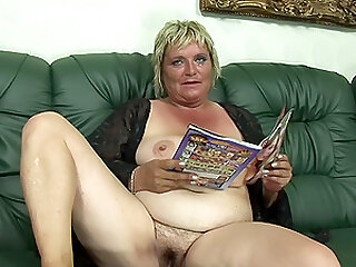 blonde and chubby mature Zsuzsanna wants to reach orgasm badly