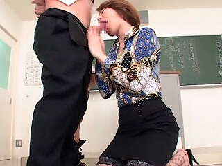 Sexy teacher Tamaki Nakaoka in group action