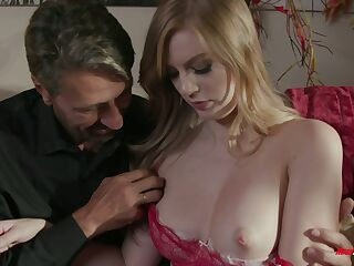 Young mistress Dolly Leigh gives a blowjob and gets her pussy slammed