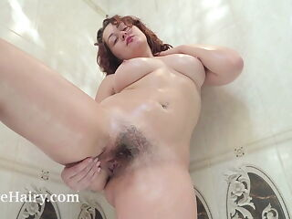 Ella Nori has naughty orgasms in her bathtub today