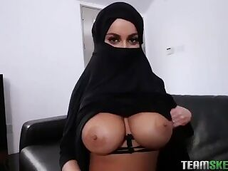 SEXY ARABIC REFUGEE TAKES OFF HIJAB AND SUCKS DICK WHILE HUSBANDS AWAY POV