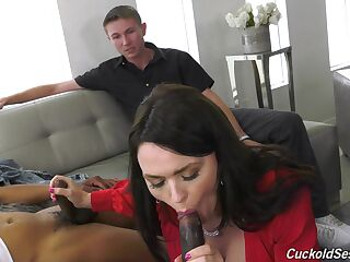 Free spirit wife Krissy Lynn gets double penetrated in front of husband